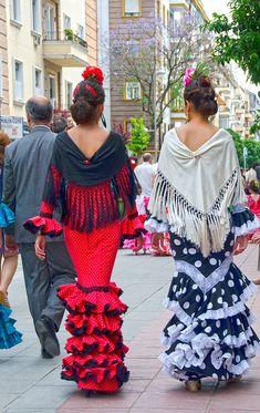 Spanish Dress, Spanish Dancer, Spanish Woman, Spanish Style, Flamenco Dancers, Flamenco Dresses, Pretty Ballerinas, Spanish Fashion, Military Fashion