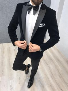 Product: Slim-Fit Smoket Color Code: Navy Blue Size: Suit Material: wool, poly Machine Washable: No Fitting: Slim-fit Package Include: Pants, Smoket and Coat Only Mens Tuxedo Suits, Tuxedo For Men, Black Tuxedo Wedding, Navy Tuxedos, Slim Fit Tuxedo, Designer Suits For Men, Marca Personal, Mens Fashion Suits, Suit And Tie