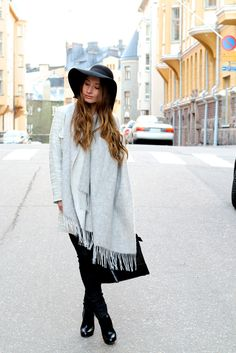 Grey & black  http://matildamoreliuss.blogspot.fi/2014/12/two-in-one.html
