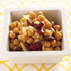 玉ねぎの辛みが味のアクセント「豆のカレーマリネ」のレシピです。プロの料理家・秋元薫さんによる、玉ねぎ、、ミックスビーンズ水煮缶(小)などを使った、162Kcalの料理レシピです。