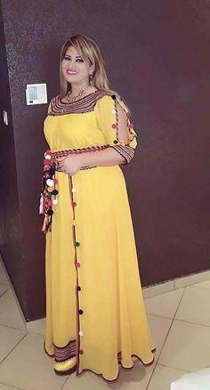 Robe kabyle ~berbère~ B Fashion, African Fashion, Fashion Dresses, African Traditional Dresses, Traditional Outfits, Ethiopian Dress, Casual Dresses, Formal Dresses, Caftan Dress