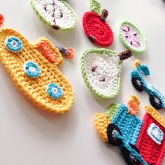 Crochet applique- yellow submarine! Quick Crochet, Cute Crochet, Crochet Motif, Crochet For Kids, Crochet Flowers, Crochet Appliques, Crochet Gifts, Crochet Toys, Knit Crochet