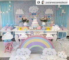 """20 curtidas, 1 comentários - Portal das Festas (@portaldasfestas) no Instagram: """"Lindo gente!  #Repost @josianesoaresdecor (@get_repost) ・・・ E o batizado temático com comemoração…"""" Cloud Party, Rainbow Birthday Party, 9th Birthday Parties, Raindrop Baby Shower, Rainbow Balloons, Rainbow Baby, Diy Party Decorations, Unicorn Party, Baby Shower Themes"""