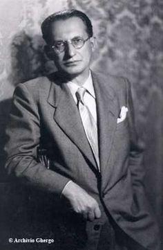 Alcide De Gasperi era stato statista e politico italiano, fondatore del partito Democrazia cristiana. Dal 1945 al 1953 è stato il primo ministro di otto governi di coalizione successivi. Il suo mandato di otto anni rimane un punto di riferimento della longevità politica per un leader nella moderna politica italiana. Cattolico conservatore, fu uno dei padri fondatori dell'Unione Europea.