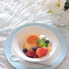 2015.11.24おやつ   二度寝して 5:37という時刻を見て ビックリして飛び起きた朝; 夫は朝ごはんも食べず 出かけていきました   picはプリンアラモード バニラアイスにホイップと ベリー類をトッピングして   火曜日はじまり 今週はあっという間に すぎてしまいそう   by masayo_san