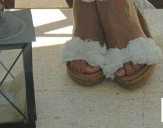 Alpargatas novia Roses de Lisa López Collection.  Sandals/ Espadrille Bridal  handmade with natural fabric and white lace.