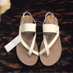 "•ESPRIT Sandals• Off White sandals/smooth made-man upper/buckle closure/firmly integrated insole for added durability/micro-textured outsole/heel height: 3/4""/platform height: 3/4""/new without box/thanks for looking                                                     ❌No Trades❌ ESPRIT Shoes Sandals"