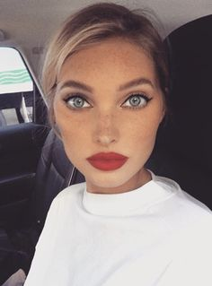I can see myself Aesthetic Makeup, Bold Lips, Elsa Hosk, Red Lip Makeup, Hair Makeup, Beauty Makeup, Hair And Nails, Pretty Face, How To Look Pretty