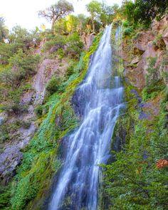 Happy Monday! Start the week with this beautiful shot of a waterfall in Valle Las Trancas, Chile by @_mari.romero_ #beautifullatinamerica   ¡Feliz lunes! Comienza la semana con esta bella foto de una cascada en Valle Las Trancas, Chile #latinoamericahermosa