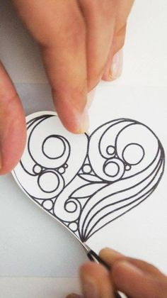 Diy Quilling Crafts, Arte Quilling, Paper Quilling Tutorial, Paper Quilling Cards, Quilled Paper Art, Paper Quilling Designs, Quilling Ideas, Paper Quilling For Beginners, Quilling Techniques