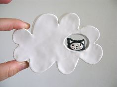 Colgante de pared de cerámica - Kitty Cloud - gato en las nubes