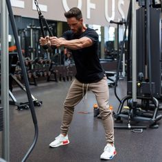 30 Cool Mens Gym and Workouts Outfits Style Ideas https://fasbest.com/cool-mens-gym-workouts-outfits-style-ideas/