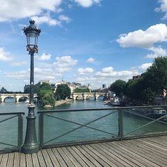 Absolutely French vous souhaite une très belle fin d'après midi  #paris #french #france #learnfrench #picoftheday #absolutelyfrench #absolutely #french