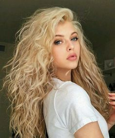 Hairstyles blonde 30 Of The Fresh Divine Long Curly Hairstyles 2019 for Women to Rock This Year 30 Of The Fresh Divine Long Curly Hairstyles 2019 for Women to Rock This Year Long Curly Hair, Wavy Hair, Curly Hair Styles, Short Hair, Hair Inspo, Hair Inspiration, Loren Gray, Pretty Hairstyles, Rock Hairstyles