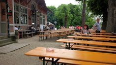 Herzogkeller in Bayreuth, Bayern: Super Stimmung, gutes Essen, leckeres Bier. Great atmosphere, good food, good beer. Find more best places to watch the World Cup in Germany: http://pin.it/bvEtpBg
