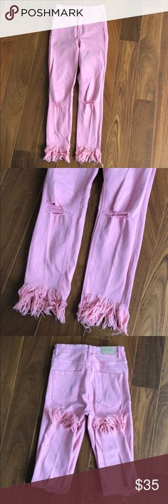 Zara high rise light pink frayed demon Size 38/6 Hot spring/summer style! Beautiful pink frayed denim, high rise fit would look gorgeous with a cropped top, bright colors or a flowing white top. Super stretchy and comfortable! Purchased summer 17 in France. Zara Jeans Ankle & Cropped
