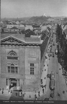 Hybernská ulice v roce 1937. Památník na Vítkově už stojí, ale ještě bez Žižky
