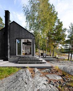 Moderni saunarakennus Turun sisäsaaristossa Area is a program of matter and vitality. Residential Architecture, Architecture Design, Scandinavian Cottage, Scandinavian Style, Sauna, Cabins In The Woods, Prefab, Beautiful Homes, House Design