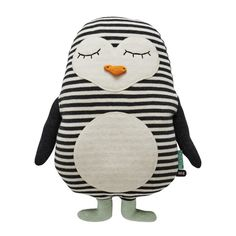 Penguin Pingo Cushion design by OYOY – Handstickerei Baby Kind, Sewing Toys, Perfect Pillow, Handmade Toys, Softies, Baby Toys, Toddler Toys, Cuddling, Little Ones