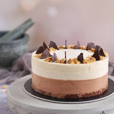 Csokis-mogyoróvajas mousse torta | Sweet & Crazy Hungarian Cake, Cookie Recipes, Dessert Recipes, Peanut Butter Mousse, Mousse Cake, Pretty Cakes, Cakes And More, Cake Designs, Cake Decorating