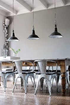 Brass chairs and pendants - 10 INDUSTRIAL DINING ROOM DESIGN - See more at: http://vintageindustrialstyle.com/industrial-dining-room-design/