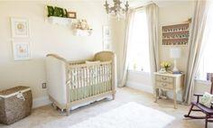 Quarto de bebê tema coelhos com decoração clássica e móveis provençal. Uma super…