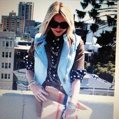 Jean vest Jean Vest, Fall Looks, Casual Wear, Blazer, My Style, Jeans, How To Wear, Jackets, Outfits
