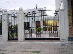 Resultado de imagen para imagenes de frentes de casas con rejas