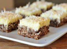 Chocolate Haystack Cream Cheese Squares = coconut, chocolate, cream cheese---Sounds GF to me! AND delicious! Just Desserts, Delicious Desserts, Yummy Food, Xmas Desserts, Sweet Desserts, Oreo Cheesecake Bites, Cheesecake Squares, Coconut Cheesecake, Snickers Cheesecake