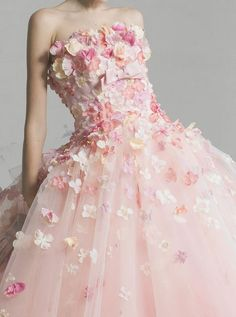 loooovely dress designed by Yumi Katsura / 桂由美の花びらドレス♡