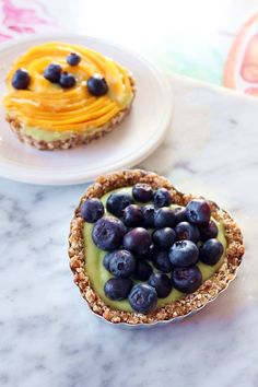 These almost raw fruit tarts are super simple and quick to make but are deliciou. - These almost raw fruit tarts are super simple and quick to make but are delicious, super healthy, and use common ingredients found at most local groceries. Raw Dessert Recipes, Raw Desserts, Raw Vegan Recipes, Tart Recipes, Sweet Recipes, Whole Food Recipes, Vegetarian Recipes, Healthy Fruit Desserts, Healthy Cake