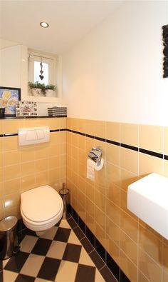 Jaren30woningen.nl | gemoderniseerde toiletruimte in jaren 30 stijl