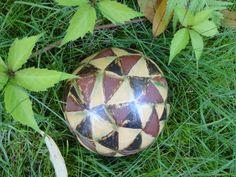 Diese Keramikkugel wurde für die Aktion KunstRaub Nr.6 angefertigt und ist im Lauf der Aktion versandkostenfrei.  Die Farben Afrikas lassen sich ...