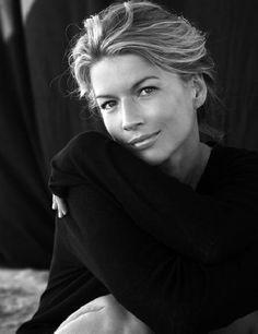 Headshot - Portrait - Black and White - Photography - Pose