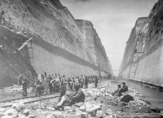 Construction of the Corinth Canal People Of The World, Countries Of The World, Corinth Canal, Ancient Greek Architecture, Acropolis, Travel Goals, Greece Travel, Historical Photos, Athens