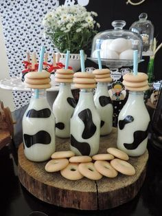 milk and cookies birthday party Cow Birthday, Farm Animal Birthday, Cowgirl Birthday, Cowgirl Party, 2nd Birthday Parties, Farm Themed Party, Barnyard Party, Farm Party, Farm Animal Party