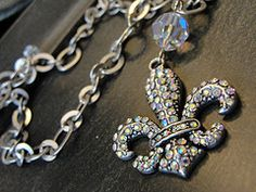Pretty fleur de lis necklace….I have earrings just like this!