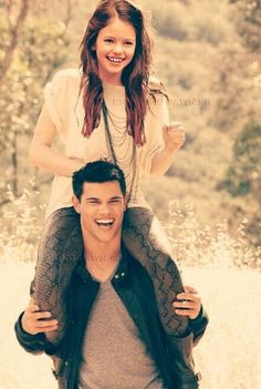 Twilight Jacob and Renesmee Twilight Saga Quotes, Twilight Saga Series, Twilight Cast, Twilight Series, Twilight Movie, Twilight Jacob And Renesmee, Jacob Black Twilight, Twilight Edward, Taylor Lautner