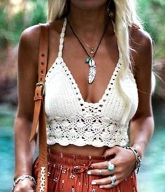 Here are a few ways you can style and rock the crochet trend this upcoming spring, you will want to try these outfits Motif Bikini Crochet, Bikinis Crochet, Crochet Crop Top, Mode Crochet, Knit Crochet, Looks Adidas, Boho Chic, Tie Dye Outfits, Mode Boho