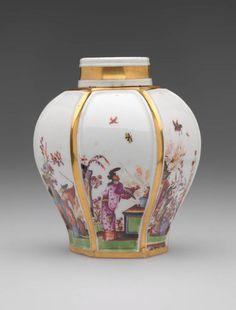 Tea Caddy Johann Gregorius Höroldt, painter German, 1696 - 1775 Meissen Porcelain Manufactory German, 1710-present Tea Caddy, ca. 1725 Porcelain with enamels, glaze, and gilding 10 x 7.6 cm (3 7/8 x 3 inches) Gift of Mr. and Mrs. Sigmund J. Katz //  - Maria Elena Garcia -  ► www.pinterest.com/megardel/ ◀︎