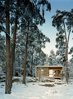 Ralph Erskine - Lådan (The Box), the architects's own retreat, Lissma 1942. Rebuilt with with architect's participation in 1989 on Lovön island after the original fell into disrepair. Via, photos ©...