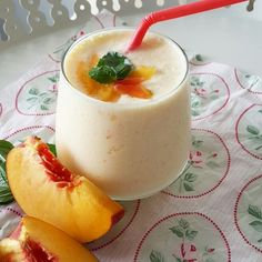 Peach Smoothie Recipe Ingredients: Cup Spoon Ice Preparation: Half a glass of low-fat milk, 2 spoons of low-fat yogurt, pieces of ice cubes and 1 small … Peach Smoothie Recipes, Coconut Smoothie, Milkshake Recipes, Healthy Smoothies, Healthy Drinks, Beet Smoothie, Chocolate Chia Pudding, Chocolate Milkshake, Healthy Chocolate