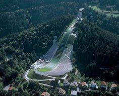 Лучшие инженерные сооружения:  «Бергизель» (нем.Bergiselschanze)— лыжный трамп...