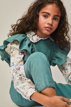 Look Fashion, Trendy Fashion, Kids Fashion, New Fashion Shirts, Jeans Fashion, Girls Jeans, Shirts For Girls, Girl Clothing Websites, Sewing Kids Clothes