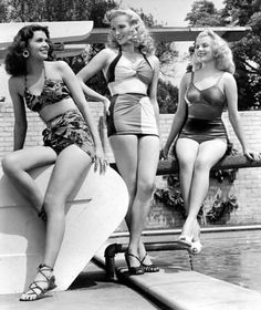 We love vintage swimwear. The transformation of swimsuits from the to today is astonishing! Take a look at the different looks over time, some of. Moda Retro, Moda Vintage, Vintage Bathing Suits, Vintage Swimsuits, 1940s Fashion, Vintage Fashion, Suit Fashion, Fashion Beauty, Betsey Johnson