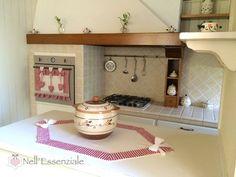 Set Cucina Natalizio in cotone 100% composto da copriforno e rombo centrotavola. Creazioni  fatte a mano con tessuto Adige quadrettato color rosso.   Il set è adatto per il per - 19371448