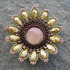 Vezsuzsi gyöngyei: nyaklánc - beaded bezel flower-like motif medallion brooch pendant