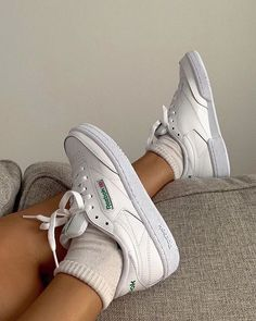 Reebook Shoes, Hype Shoes, Sock Shoes, Me Too Shoes, 80s Shoes, Sneaker Outfits, Converse Sneaker, Reebook Outfit, Sneakers Mode