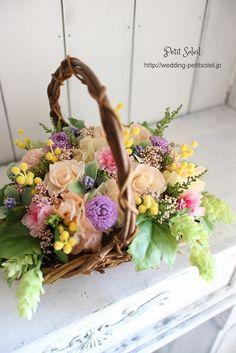 【プリザーブドフラワーのカゴブーケ】野原で摘んでカゴに詰めた様なイメージのカゴブーケ。バスケットブーケとも呼ばれます。ピーチ、ピンク、紫、イエローのミックスカラーでオーダー頂きました。インスタグラムブーケ、装花のデザインがご覧いただけます。☆装花・ブーケのデザインをもっとご覧になりたい方は・・・http://petit-soleil.wix.com/petit-soleil ウェディング会場装花、ブーケのお見積り・お問合せはコチラ会場装花...