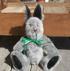 Folk art bunnies from Stearnsy Teddy Bears.